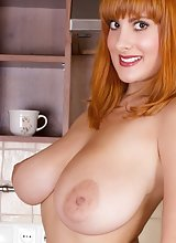 Redhead Valory Fleur Strip Down Her Dress to Unleashed Her Big Jugs